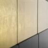 Nowoczesna komoda czarno-złota Cline Vitrine